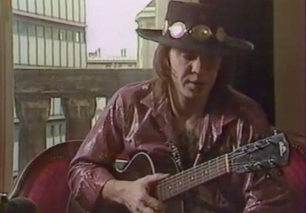 Stevie Ray Vaughan using 1930's Gibson L-1