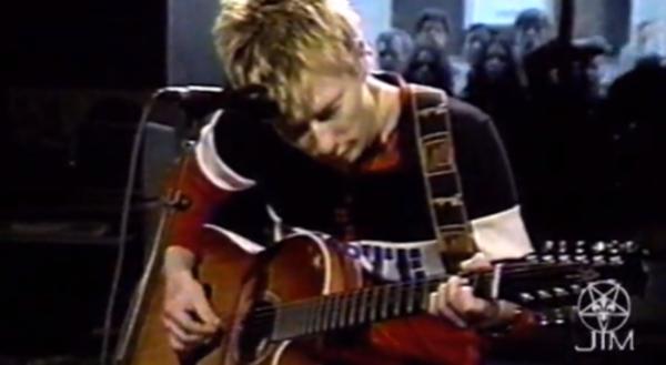 Thom Yorke using Alvarez Yairi DY87 12-string Acoustic Guitar