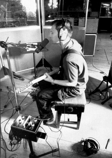 Thom Yorke using Fender  '65 Twin Reverb
