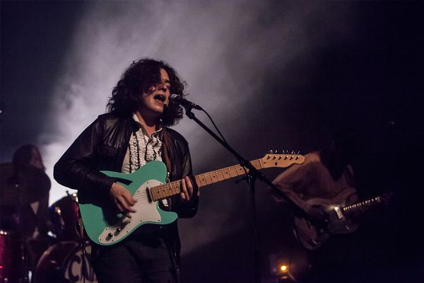 Tomás Wallenstein (Capitão Fausto) using Fender '69 American Telecaster Thinline